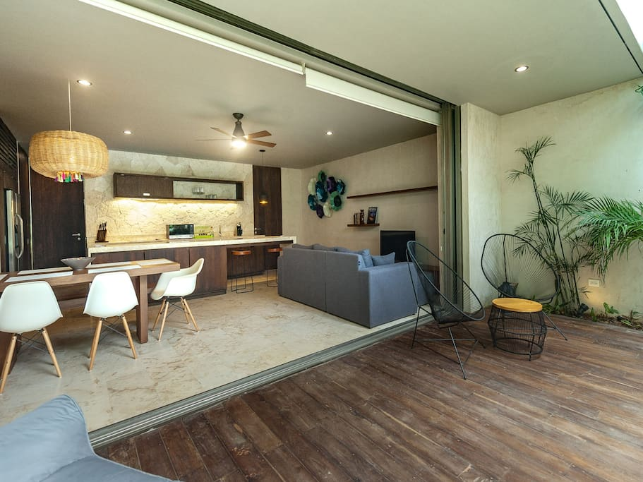 Front yard/ dining area/ living room with TV space