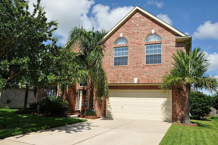 Easy access to Houston & Galveston!