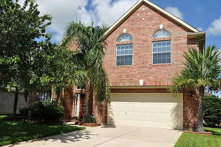 Easy access to Houston & Galveston! - League City - Talo