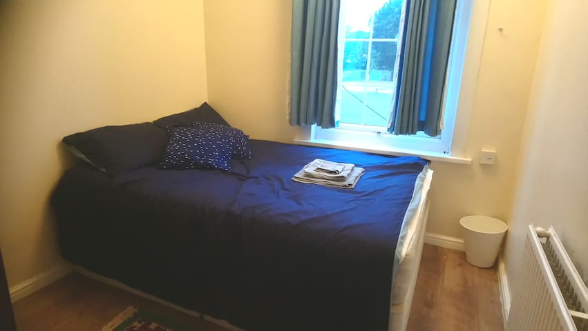 Cosy double room close to Wembley stadium & shops