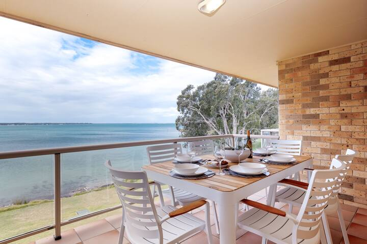 3 'Pelican Sands', 83 Soldiers Point Rd - stunning waterfront unit with magical water views & air conditioning