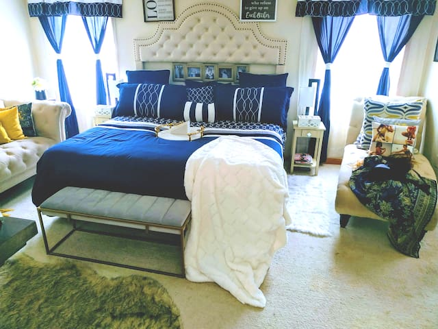 DELUXE JACUZZI SPA KING SUITE(Romantic gate away)