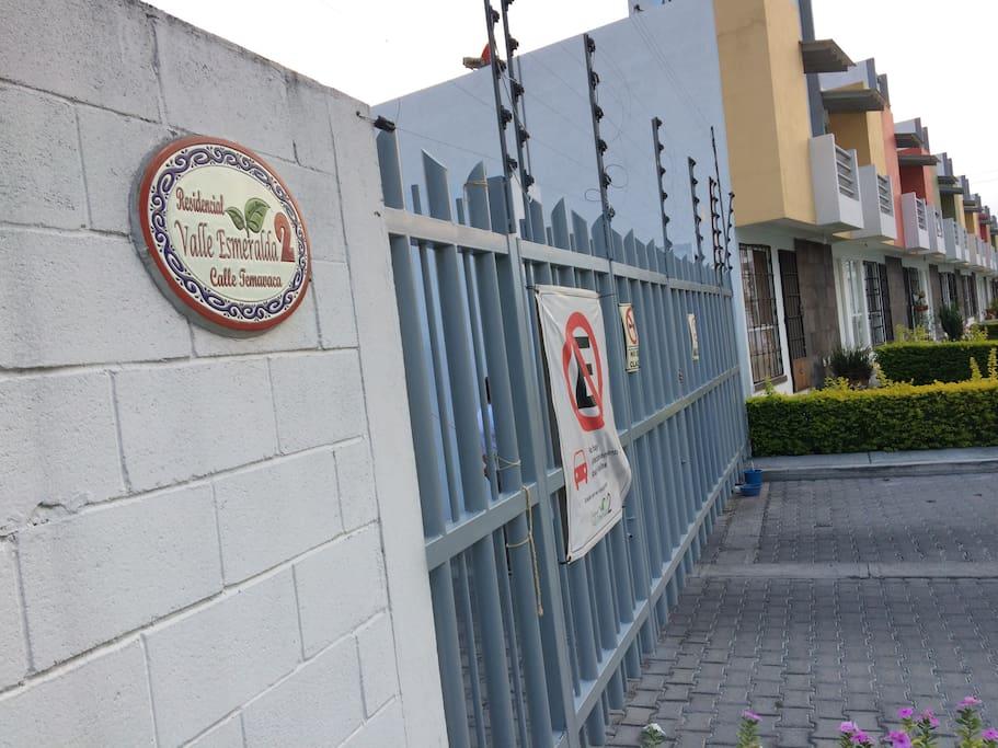 Entrada al residencial Vigilancia las 23hrs