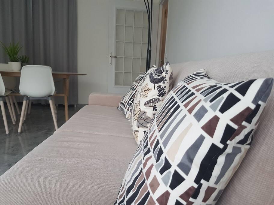 Canapé reversible en lit deux places.