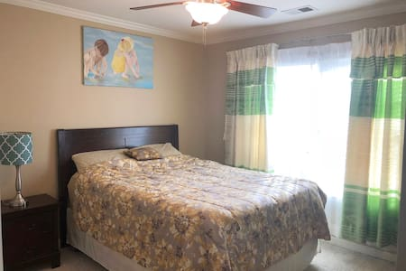 kennesaw home private 1 room(only females)