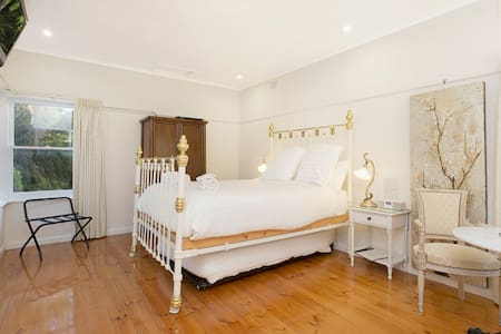 Blue Diamond Luxury Self Contained Studio - Maryborough