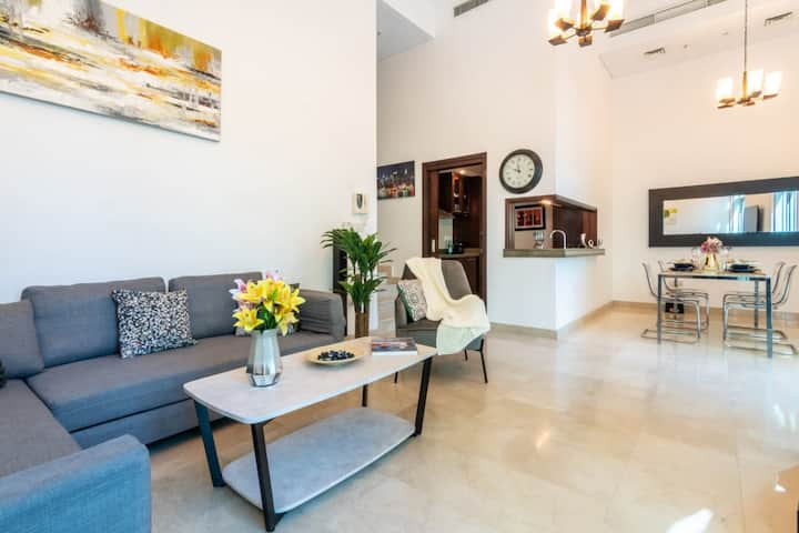 Beautiful 1 BR Duplex w/ direct access to the pool