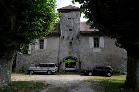 Chateau de Cormand modern double - Bonneville - Bed & Breakfast