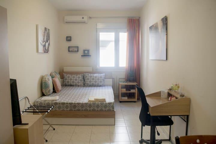 Cozy central studio flat