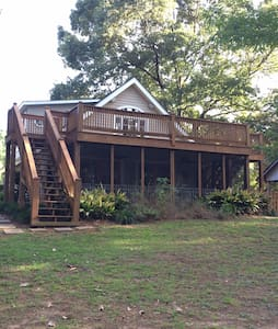 Gorgeous 4 BR/2 BA Cottage on Lake Hartwell - Hartwell - Dom
