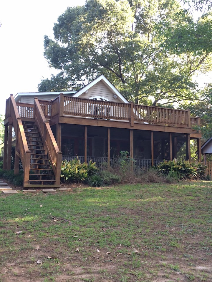 Gorgeous 4 BR/2 BA Cottage on Lake Hartwell