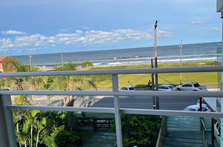 Apartamento de frente para o mar.
