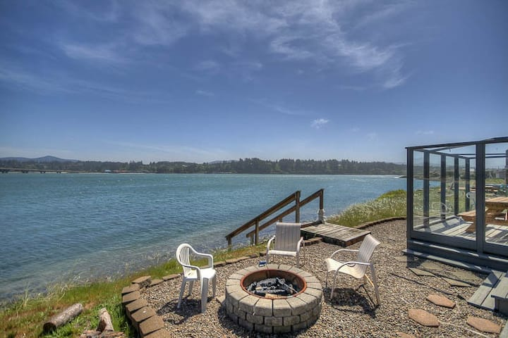 Sunny Single-Level Has Gorgeous Bridge and Bay Views in Waldport's Bayshore, with Beach and Pool Access!