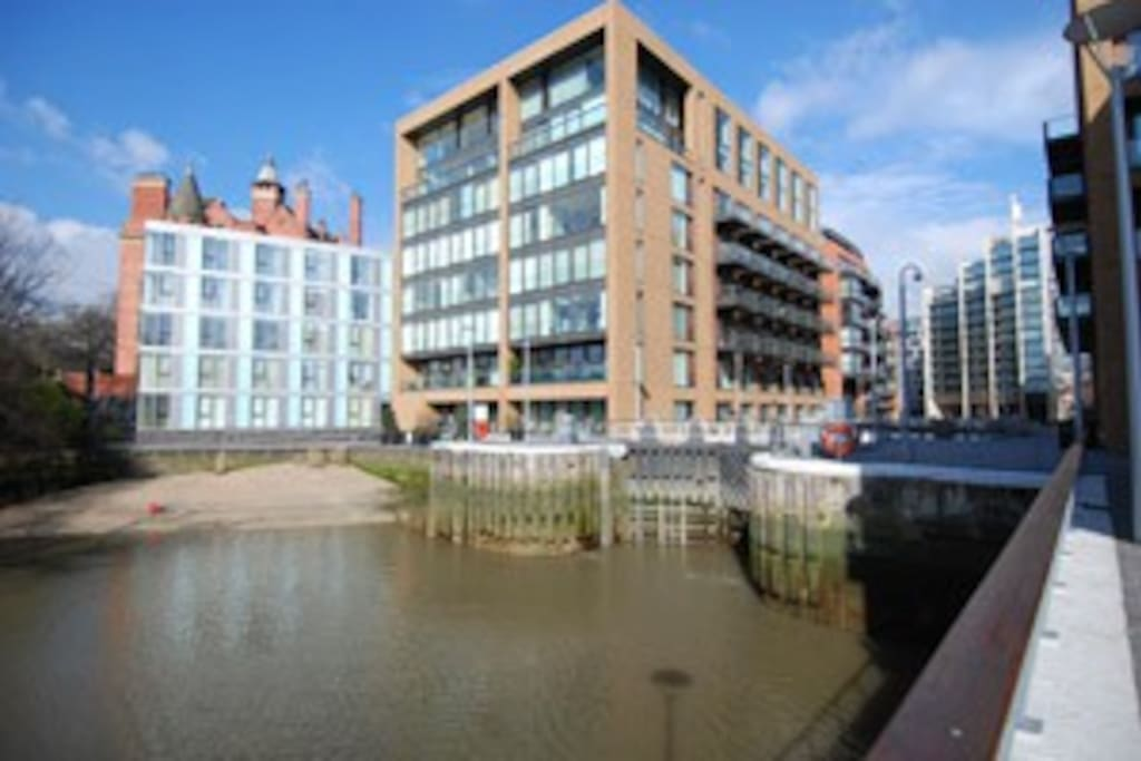Situated on Grosvenor Dock on the edge the River Thames