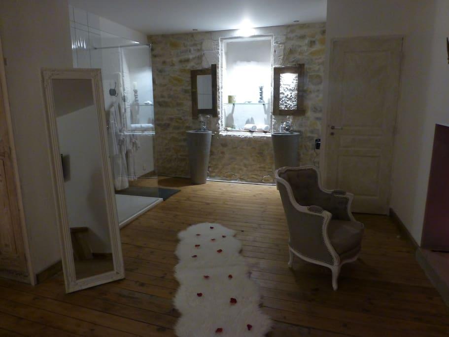 O suites chambre scandinave avec jacuzzi priv maisons Location chambre avec jacuzzi prive