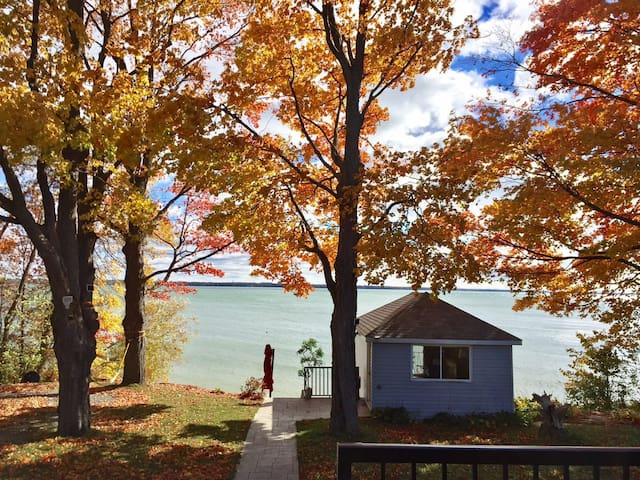 On the Waters Edge - All season - Lake Simcoe - Brechin - Haus