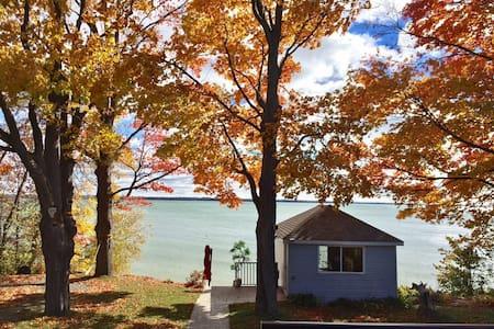 On the Waters Edge - All season - Lake Simcoe - Brechin