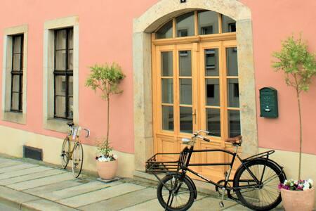 Haus mit besonderem Flair  mit Garten 400 qm groß