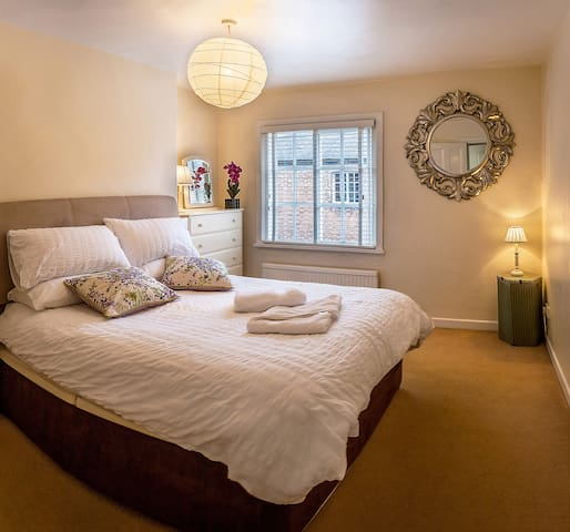 Really comfy beds. Courtyard is so quiet you'll hardly believe you're in the city centre