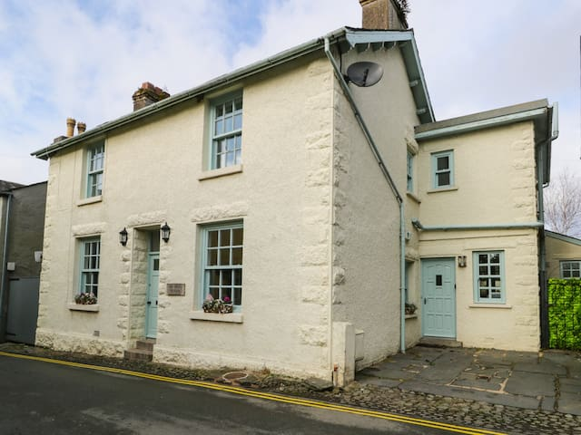 THE OLD POLICE STATION, pet friendly in Cartmel, Ref 970013