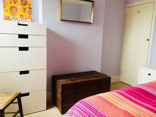Cosy double room close to town, Uni & station