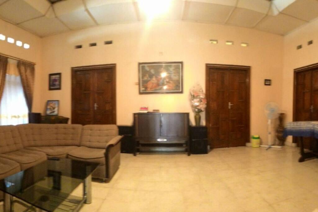 Family Room - Ruang Keluarga Luas