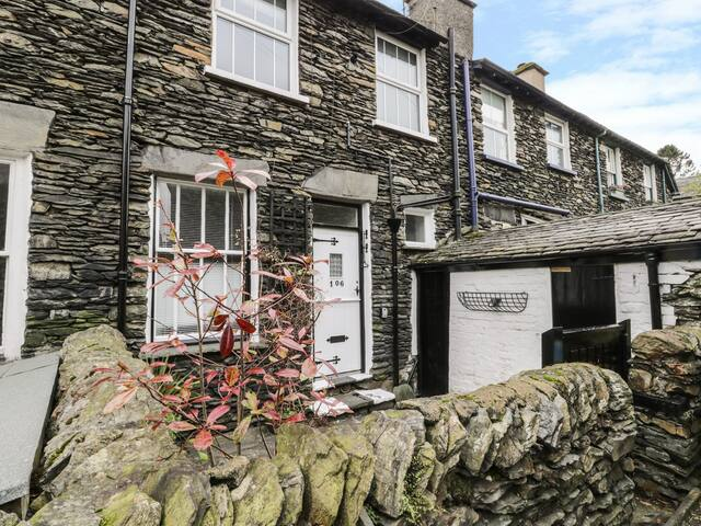 HONEYSUCKLE COTTAGE in Bowness-On-Windermere, Ref 972649