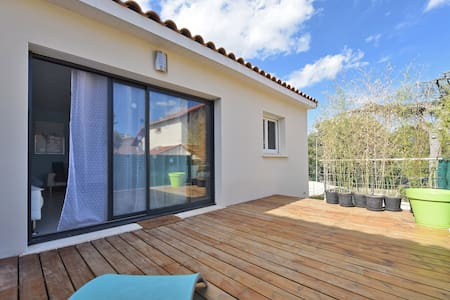 Nice comfortable house with patio and parking - Nimes