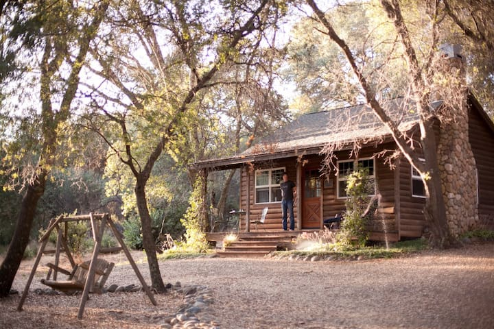 Private Cabin/Fishing Pond on Large Ranch