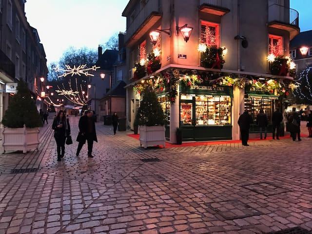 Rue Emile Laurens à Noël