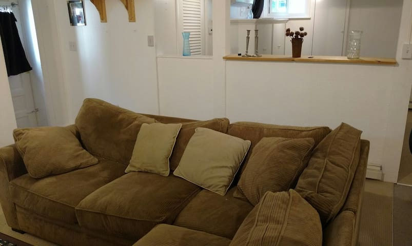 Comfortable sitting area with wi-fi, cable and large-screen smart tv