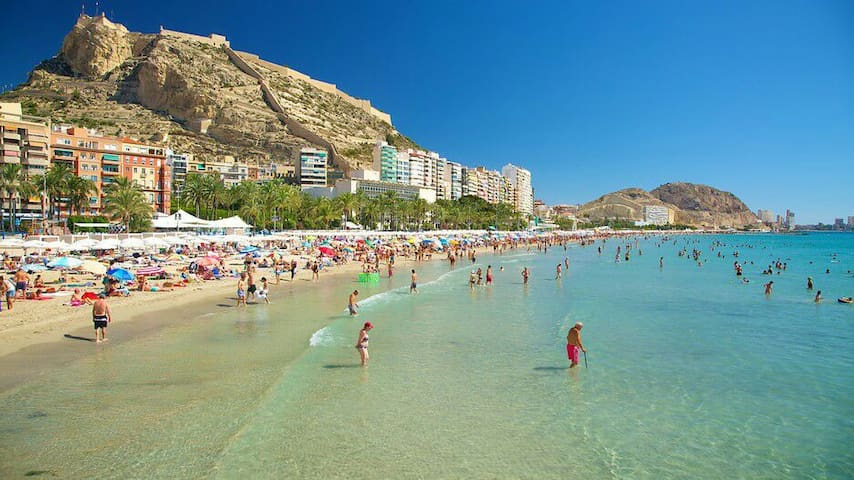 WIFI/CENTER/BEACH/ AIRPORT/HOUSE - Alicante - Bed & Breakfast