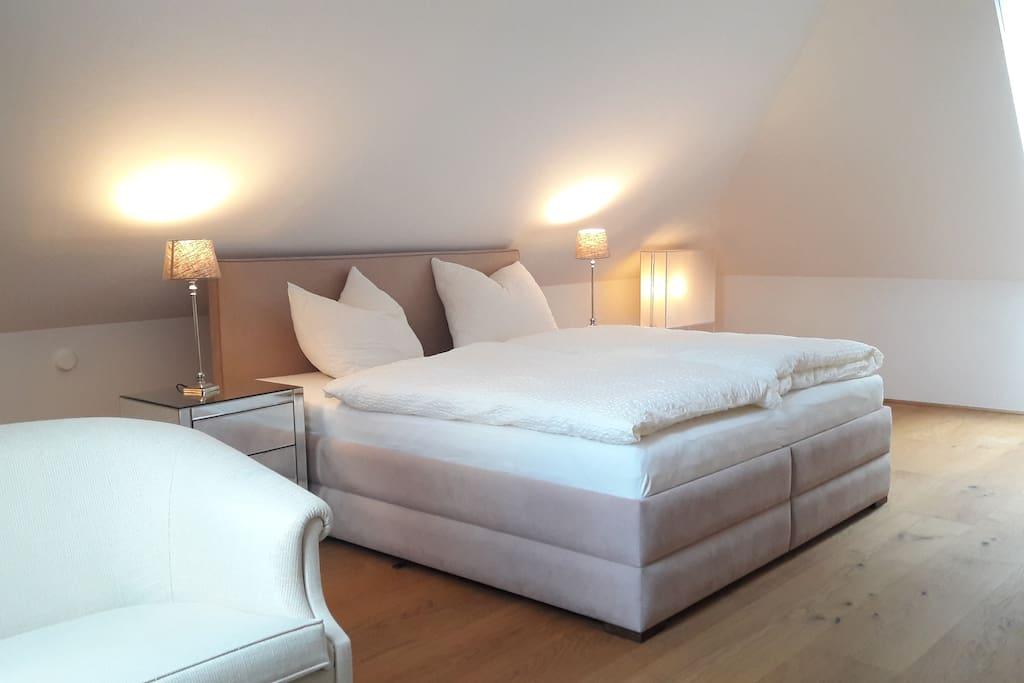 Doppelbett im Dachgeschoss, Double bed in top Floor.