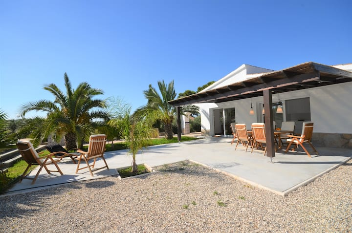 Modern villa, pool, 6 pers, 13 km from coast