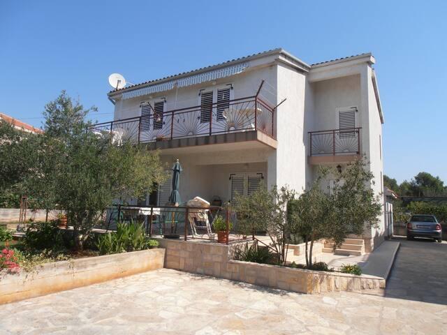 Villa Zoran, 1 apartament for 4,   15.05.-01.10.