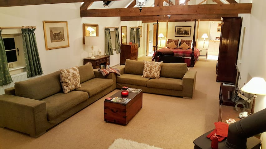 Beautifully Converted Barn suite - Stapleford - Bed & Breakfast