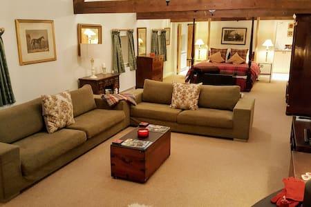 Beautifully Converted Barn suite - Stapleford - Pousada