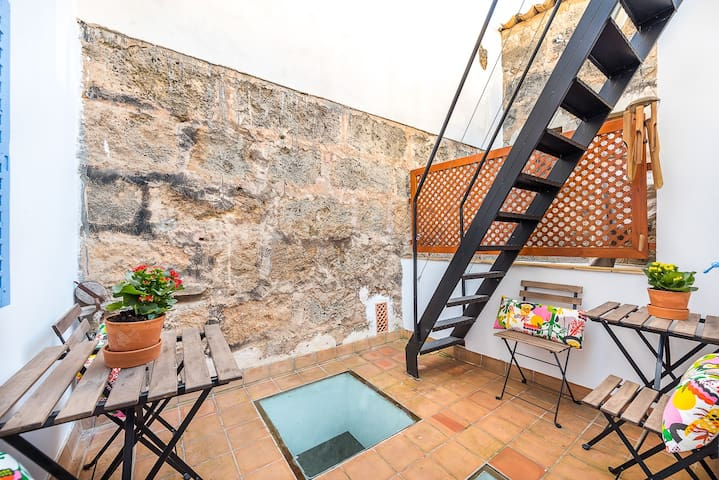 This is your interior terrace with two tables and four chairs. It is a very good place to have a breakfast. During summer nights, it is the perfect place to have a Gin & Tonic.
