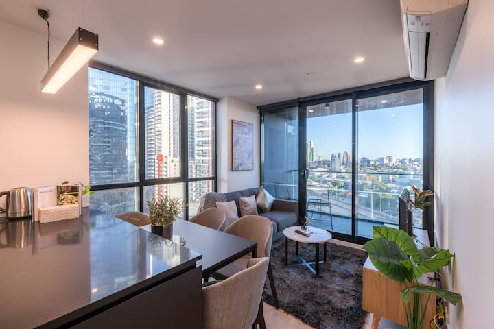 Southbank New Home with 180 Degrees View