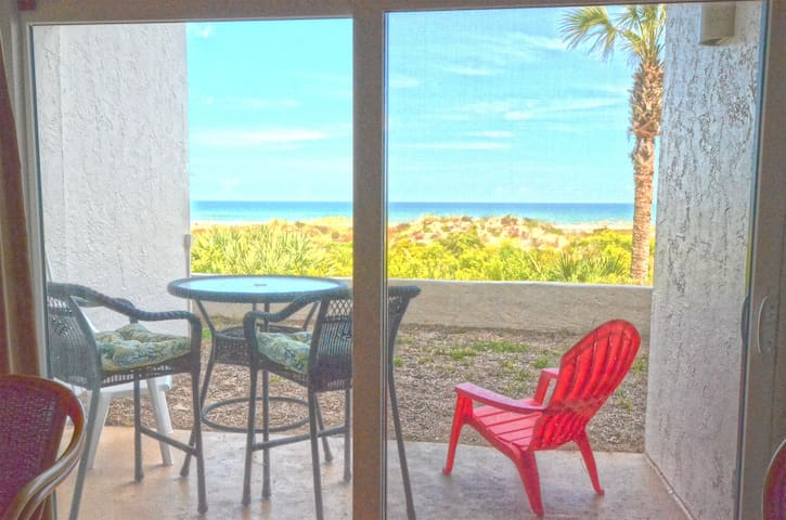 1st Floor Oceanfront 1 BR Condo w/Private Balcony