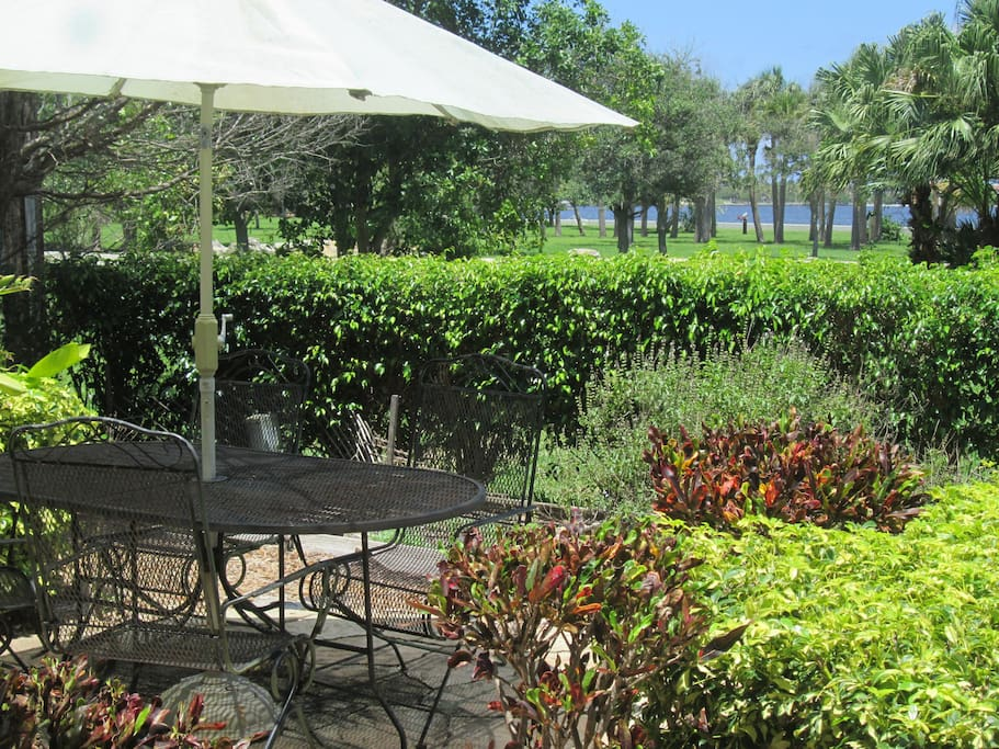 Outdoor Patio facing the Intracostal Waterway