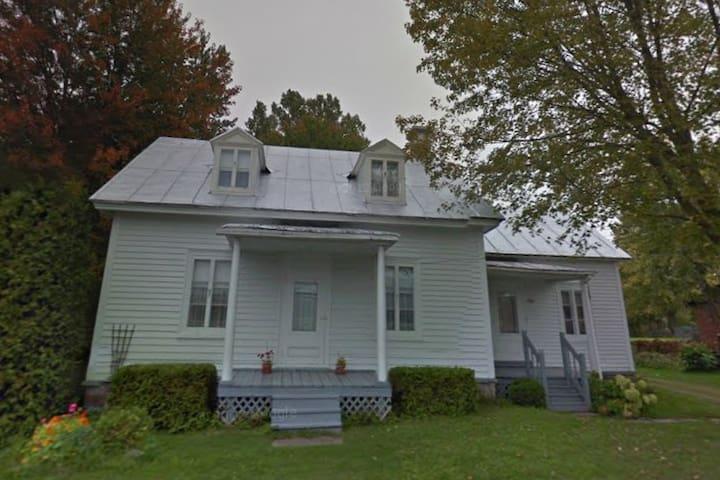 Maison des années 1865 - Saint-Ambroise-de-Kildare - Rumah