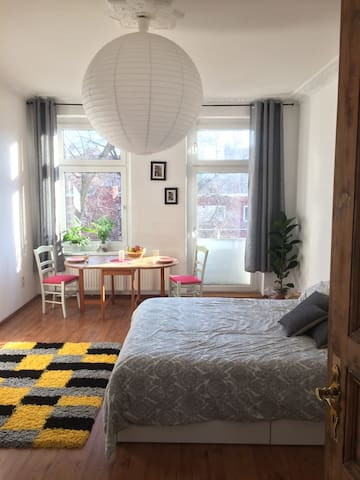 Spacious room with good connection