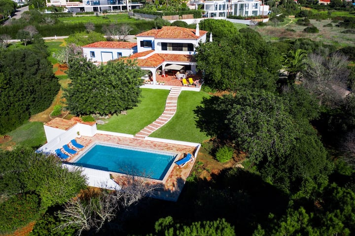 Lovely family villa with pool on large grounds
