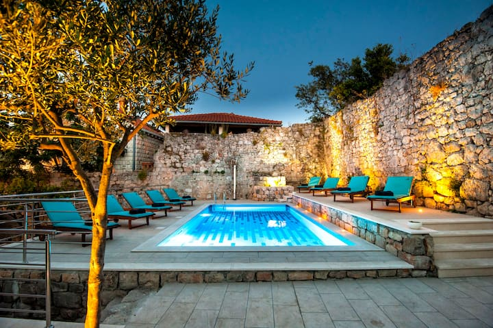 California Apartments 1 - Dubrovnik- with the pool