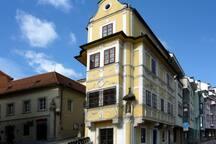 Enjoy you vacation in beautiful historical neighbourhood.
