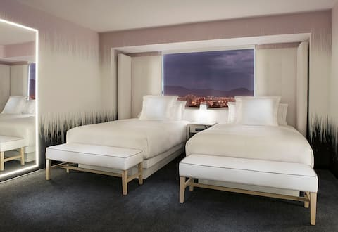 SAHARA Las Vegas, Marra 2D, +$43.03/nt Resort Fee