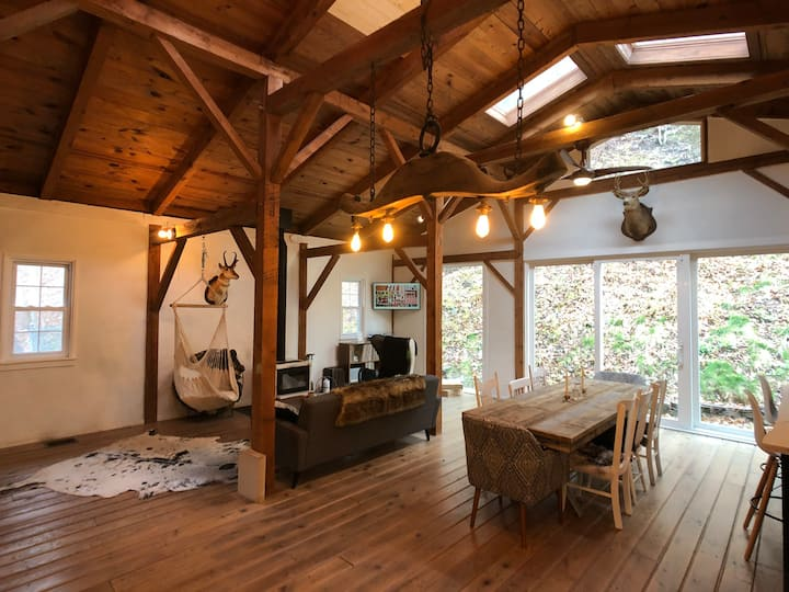 Puckihuddle Barn | Luxurious Catskills Getaway