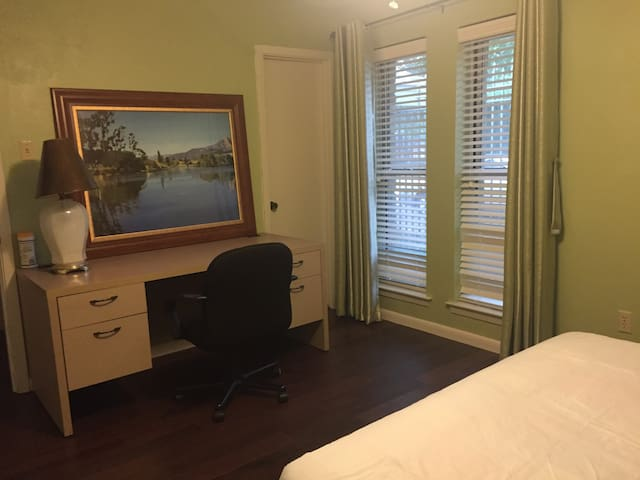 North Dallas private room