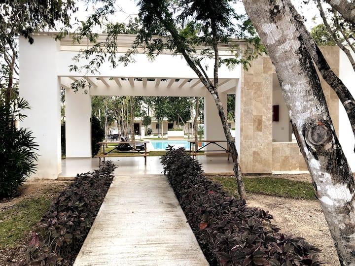 Beauty 3BR & Balcony HOUSE w/pool 10 min to beach